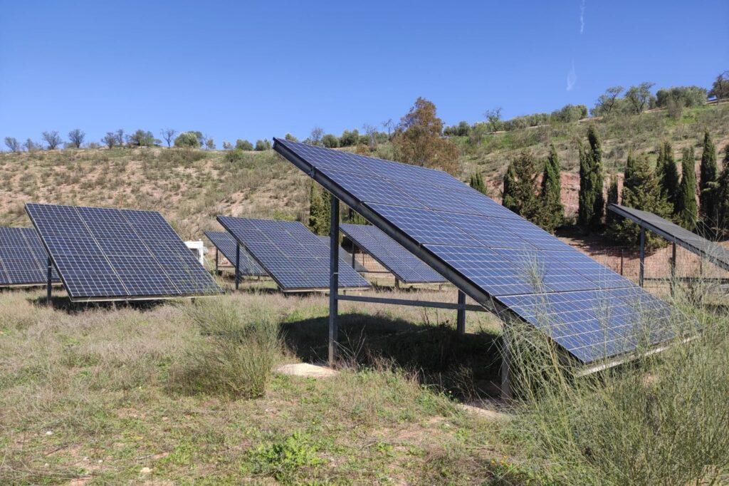 instalación energía solar fotovoltaica Icarialand en Cuevas Bajas