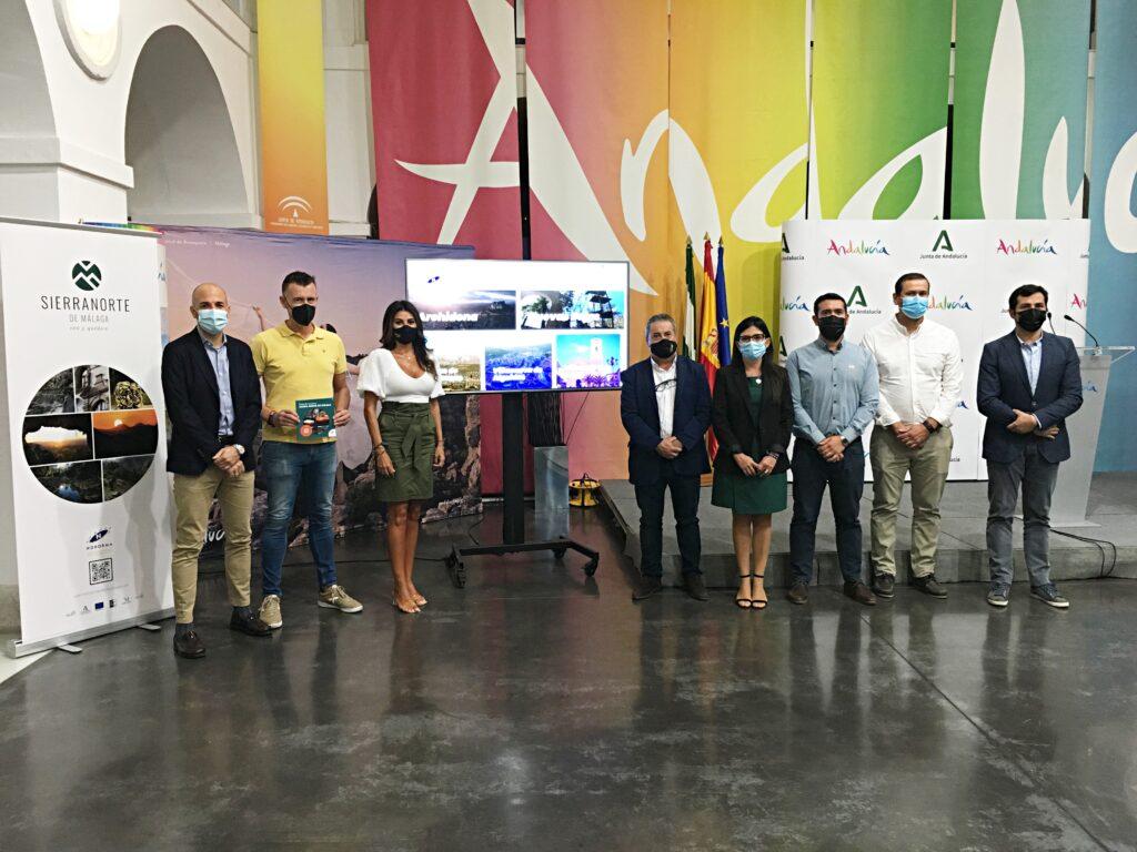 presentación portal turismo Sierra Norte Málaga - delegada turismo, Nuria Rodríguez (centro), junto a los alcaldes de los municipios de la ADR-Nororma